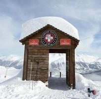СМИ: Русскоязычную семью из Латвии выгнали из швейцарской горнолыжной школы