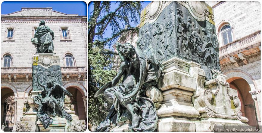"""Итальянский поэт  Кардуччи будучи очарован красотой """"зеленого сердца Италии"""" которое открывается с территории садов, написал знаменитую:  bell'ode  - """"Песня Любви"""" (1877). Двадцать лет спустя после ее написания, в Тоскане поэт умер, а сады были посвящены его имени и его памяти."""