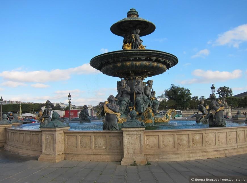 Фонтан на площади согласия (Place de la Concorde). Фонтаны на площади согласия - копии римских фонтанов.