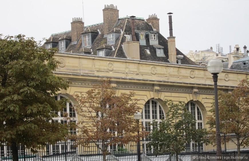 Крыши Парижа (здание рядом с Люксембургским садом)