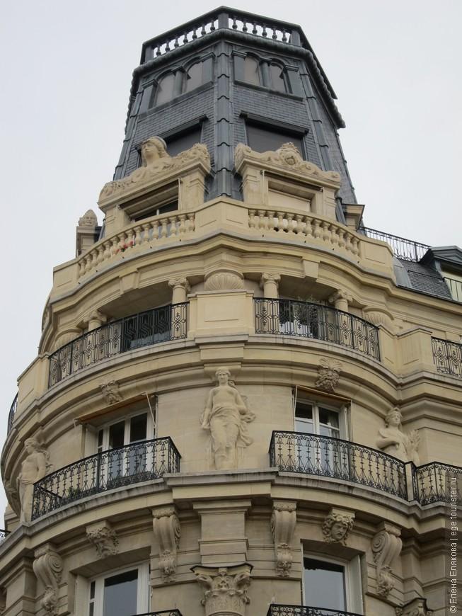 Крыши и балконы Парижа (здание рядом с Люксембургским садом)