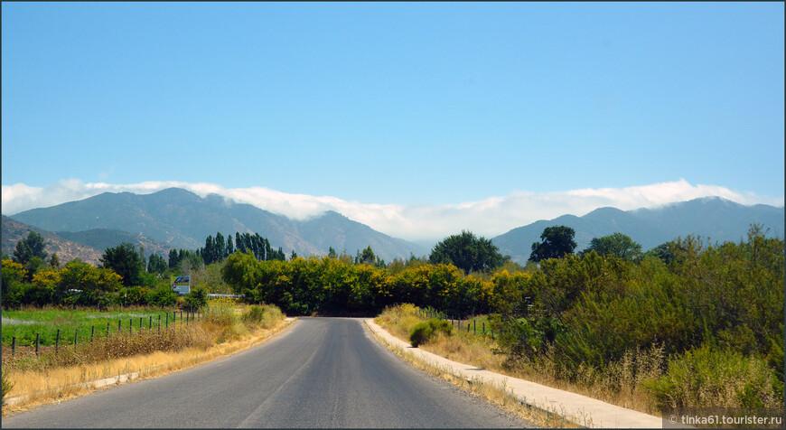 Дорога от побережья вглубь материка. За перевалом картинки изменятся.