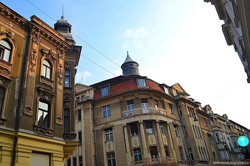 В октябре прямых рейсов из Сплита в Москву уже нет. И у меня была 6 часовая пересадка в Загребе. Я не могла этим не воспользоваться. 30 минут на автобусе из аэропорта и меня встречает столица Хорватии.