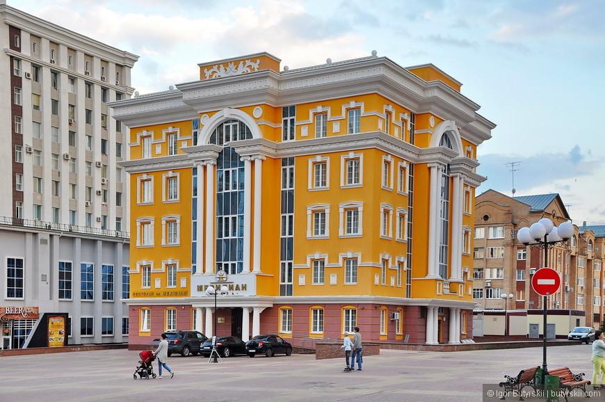 07. Довольно хорошая гостиница. Такое чувство, что центр города снесли полностью и заново построили. Все здания явно недавно построенные.