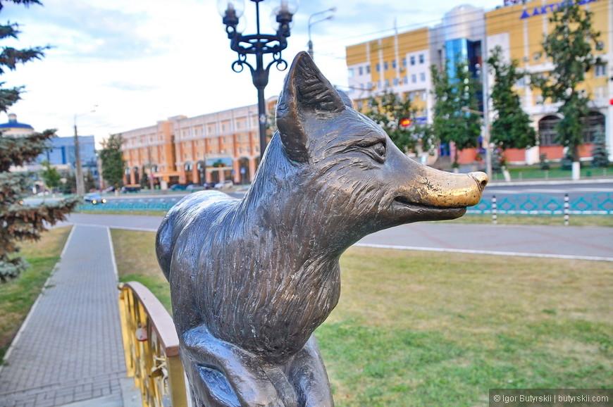 10. Люблю такие статуи в городах, потертости означают, что они часть города, объединяют людей. Ни разу не видел потертости на памятнике Ленину…