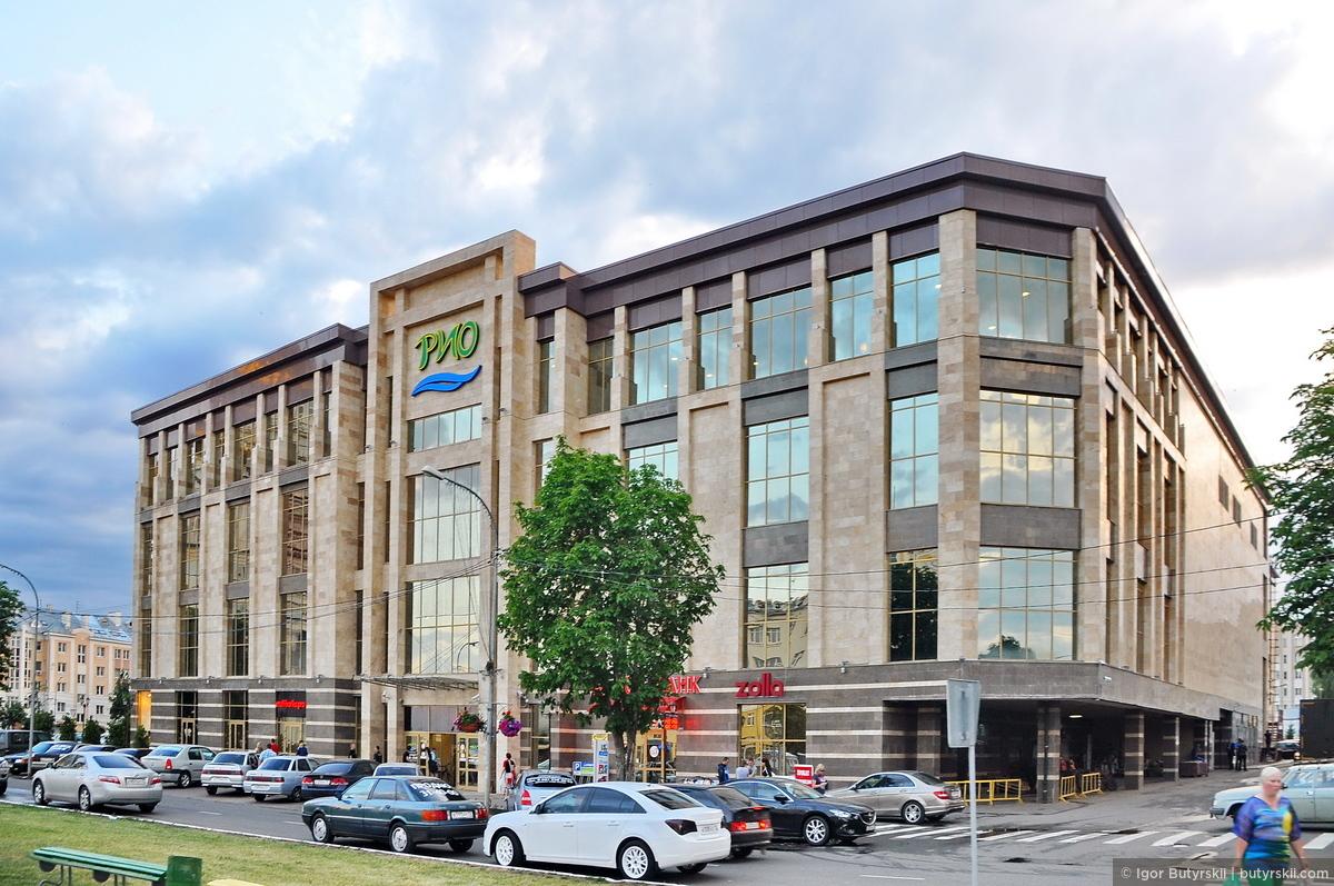 14. На этой же площади, вполне приличный торговый центр. Единственный город в России где я увидел хорошо выглядящий ново построенный торговый центр., Саранск
