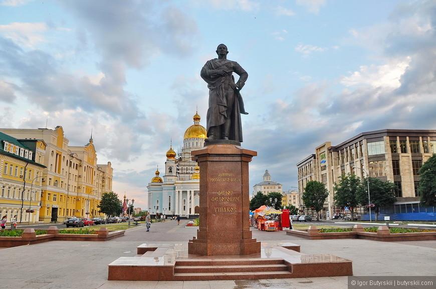 15. Памятник Ушакову.