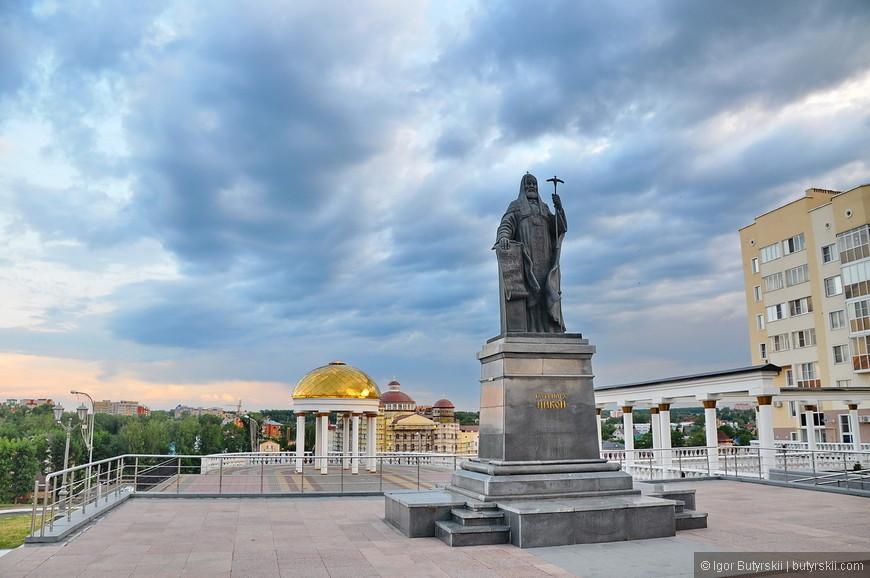 19. Памятник Патриарху Никону.
