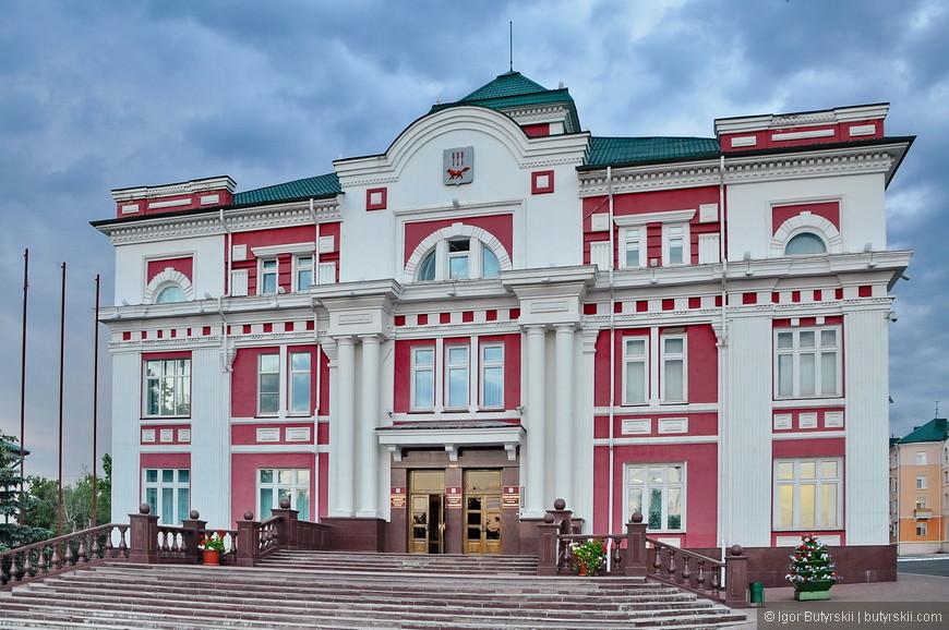 31. Административные здания в центре отреставрированы, все чисто и аккуратно.