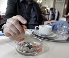 Госдума рассмотрит отмену запрета на курение в барах и поездах