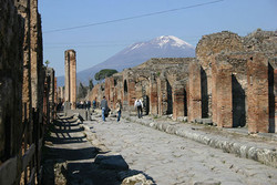 В Помпеях устроят выставку украденных туристами обломков