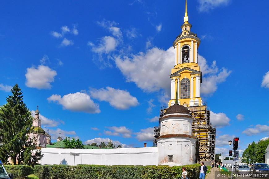 01. В городе огромное количество церквей и храмов, монастыри, кремль. Это невероятно исторический древний город. Прогуляемся…