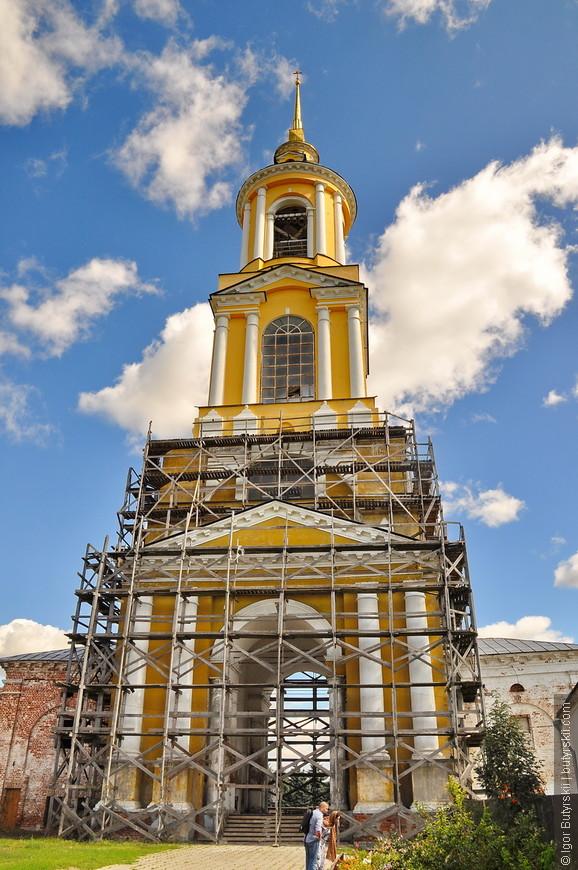 05. Преподобенская колокольня. 72-метровую башню с колоколами построили сразу после победы над войсками Наполеона в 1812 году.