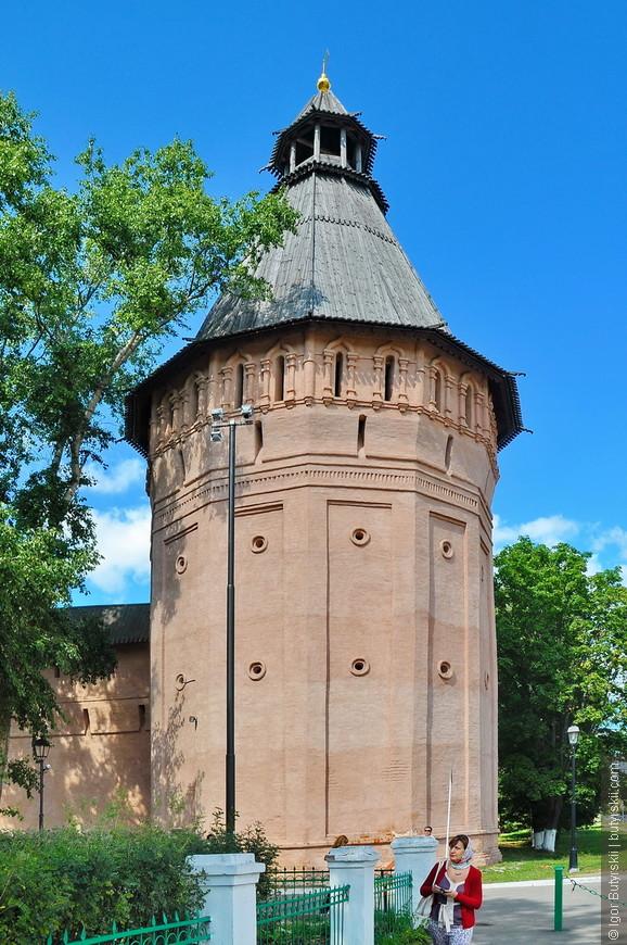 10. Башни монастыря, по Суздалю можно гулять весь день, город маленький, ухоженный.
