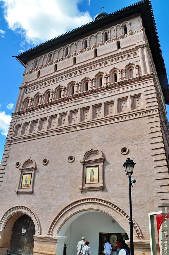 12. По распоряжению Екатерины II в 1766 году в монастыре была учреждена тюрьма для «безумствующих колодников».