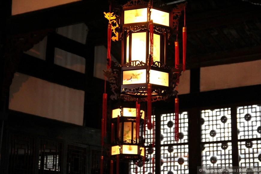 лампы в павильоне Авалокитешвары - бодхисатвы сострадания