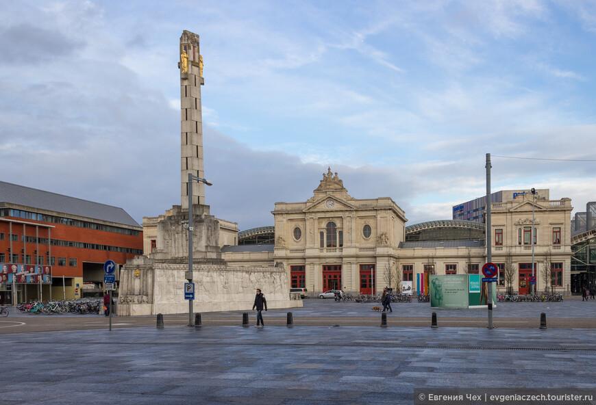 Площадь железнодорожного вокзала_ построенного в 1837 году, первым в Бельгии