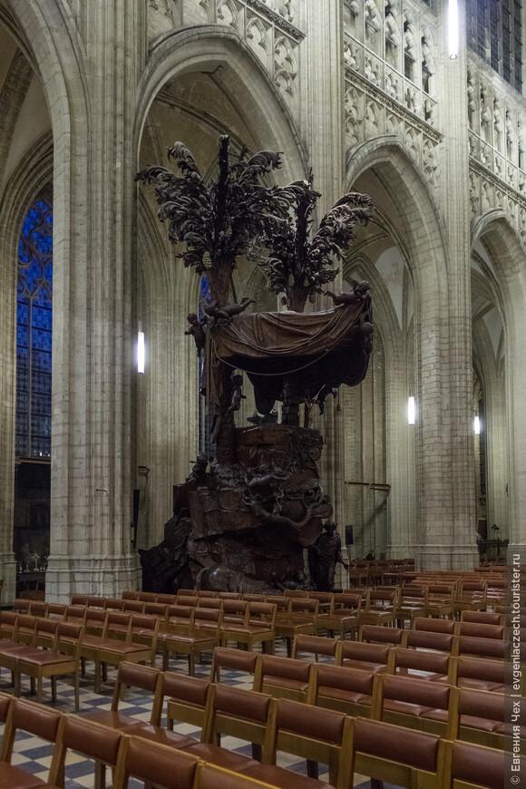 Удивительная кафедра, резьба по дереву, 1742 года