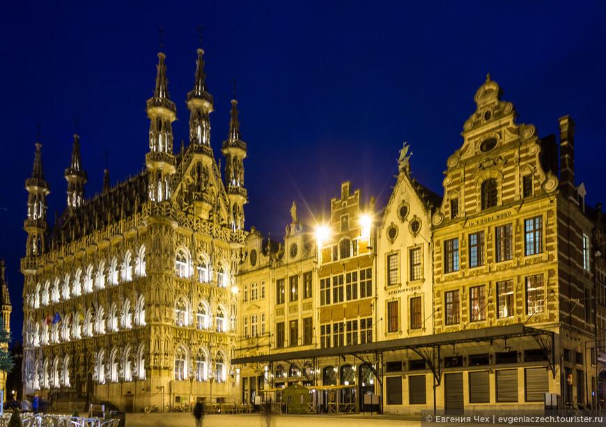 И вот она во всей красе, городская Ратуша, считается красивейшей во всей Бельгии.