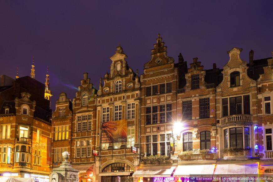 Нарядные фасады Oude Markt
