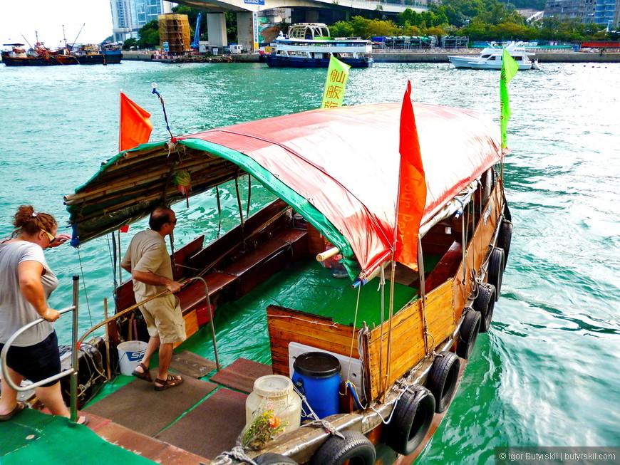 02. Поехал кататься на туристическом кораблике (проезд на кораблике включен в стоимость билета на Big Bus, очень удобно).