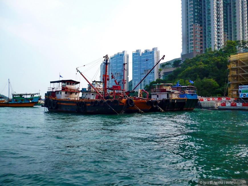 04. Рыболовецкие лодки, на них все еще ходят в море и рыбачат, но все меньше. Местным трудно конкурировать с китайскими рыбаками из Жемчужной реки.