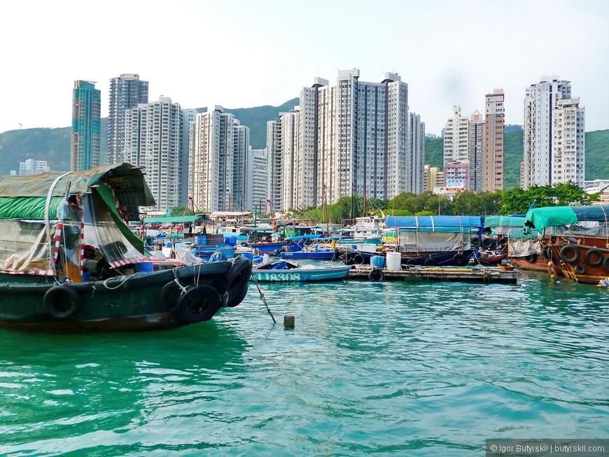 21. В некоторых местах рядом со стоянкой свей лодки люди строят плоты и живут на них.