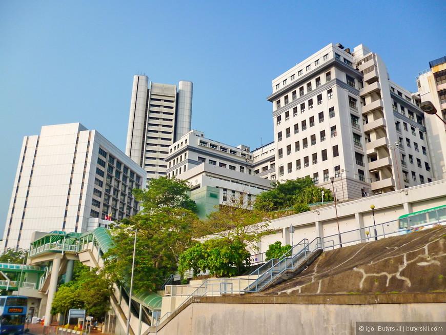 35. Гонконг очень рельефный город, жить на горе это норма.