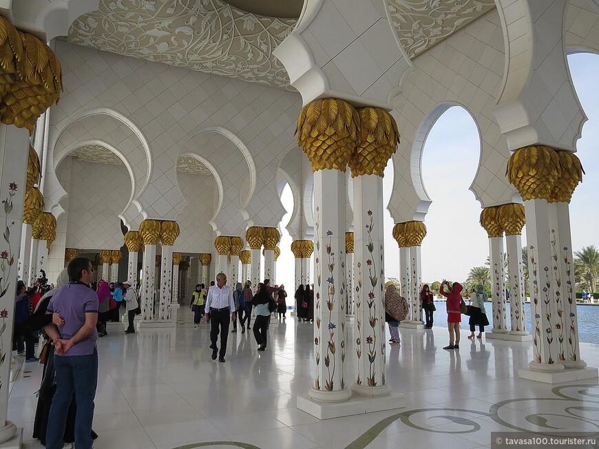 Вход в Мечеть бесплатный.