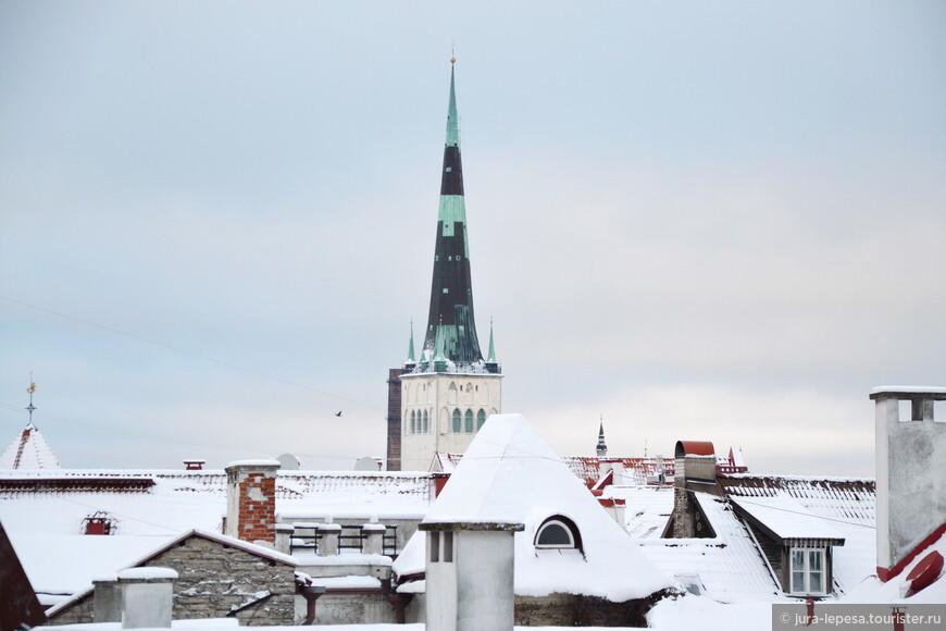 Самый высокий шпиль в городе не раз приходилось восстанавливать из-за попадания молнии.