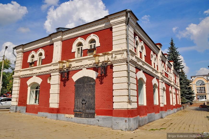 04. Шикарные здания позапрошлого века, вот это, например, хорошо восстановлено.