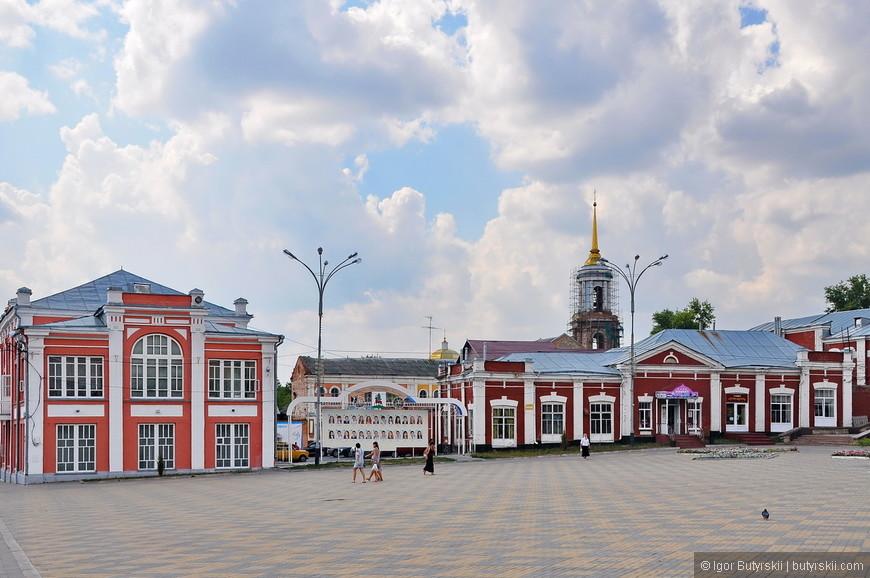 08. Некоторые объекты, вроде того храма на заднем плане, реставрируются, но этого мало для того, чтобы привести город в порядок.