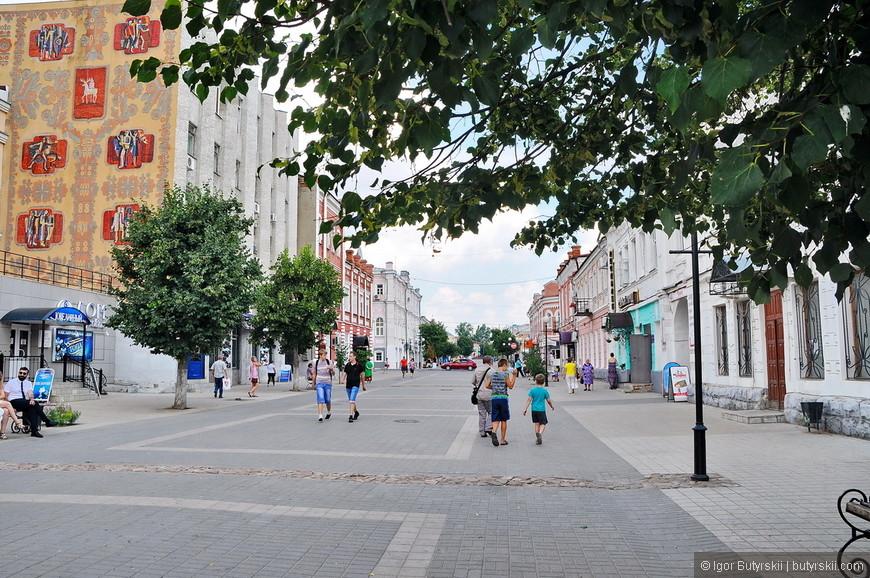 10. Пешеходная улица в центре, огромный потенциал, но не реализованный.