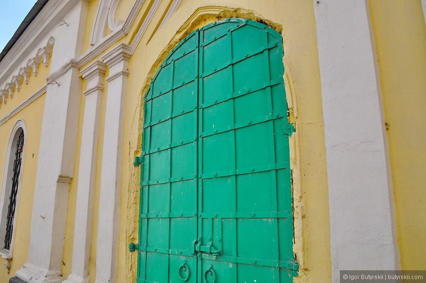 14. Прекрасные двери, если бы еще краску снять, было просто великолепно.