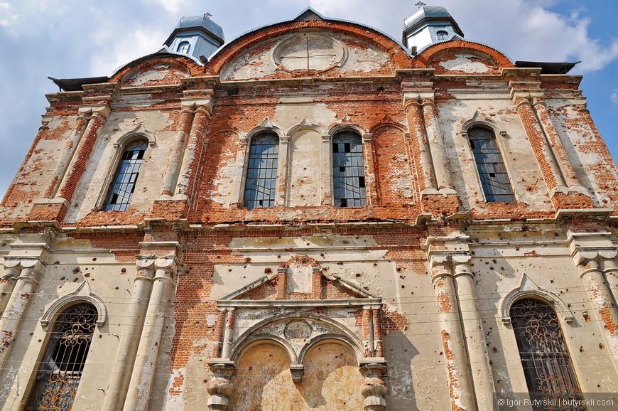 21. Здание храма находится в ужасном состоянии, надо срочно восстанавливать.