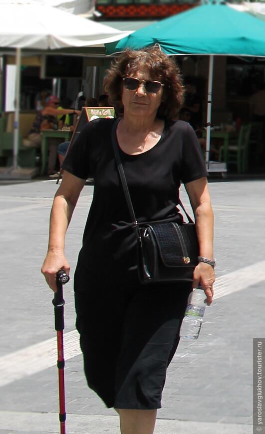 Гречанка на улице 25 августа в Ираклионе.