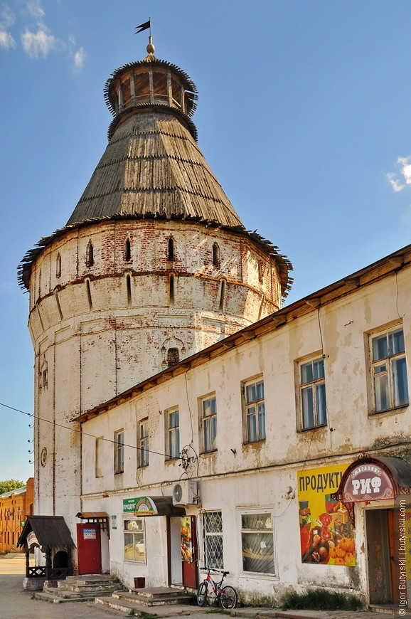 24. Если будете кататься по Золотому Кольцу – обязательно заезжайте в Борисоглебский, пока он еще полностью не разрушился.