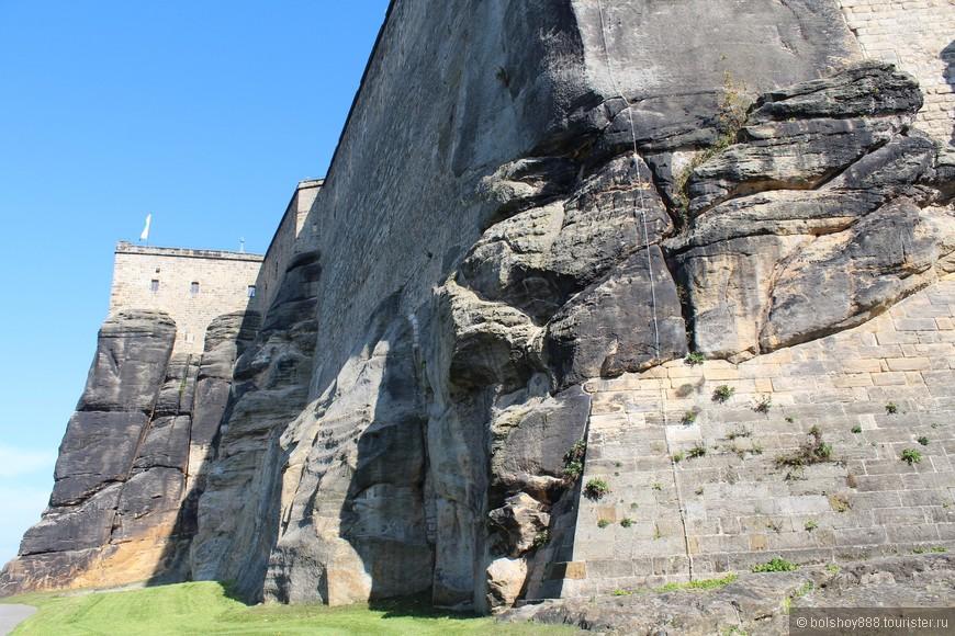 Во время Второй мировой войны в замке были спрятаны картины Дрезденской галереи.