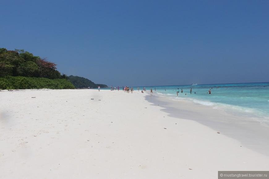Пляж острова Тачай, мелким белым песком очень напомнил пляжи Доминиканы