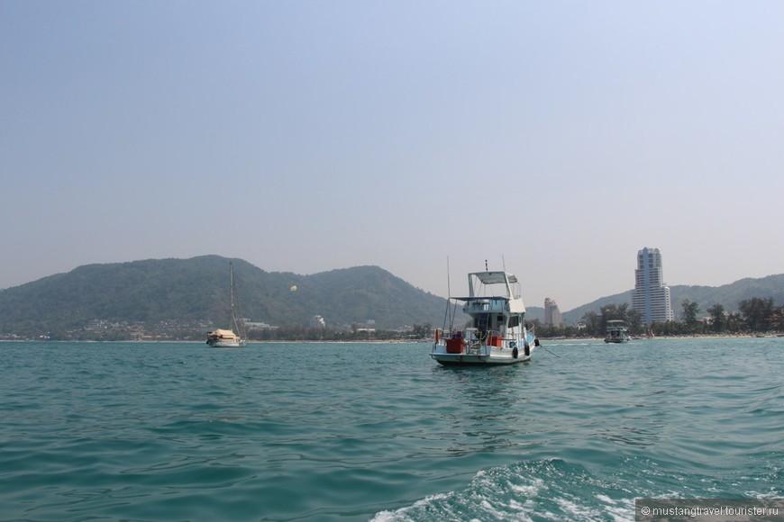 в начале пляжа Патонг за 1000 бат можно взять лодку на которой довольные тайцы отвезут на отличный более дикий и соответственно чистый пляж который называется Freedom