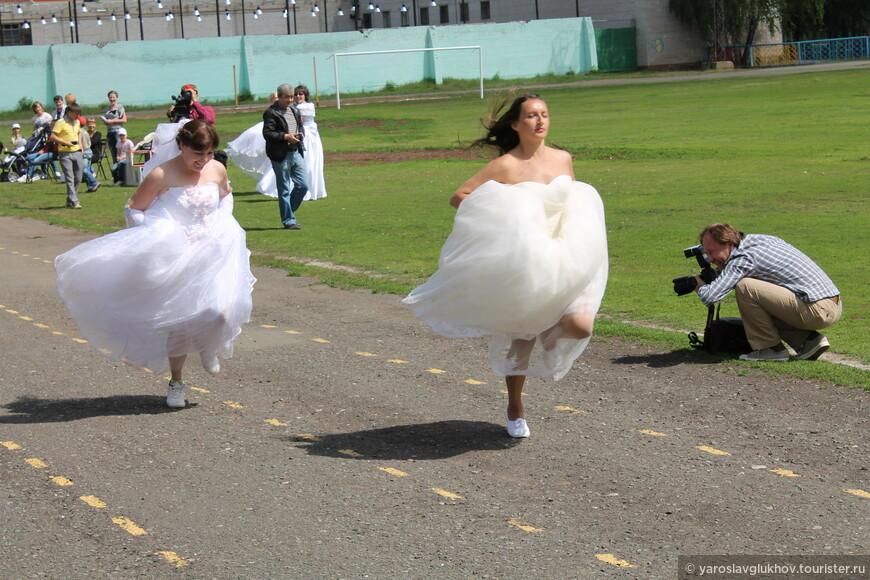 Забег невест в самом разгаре.