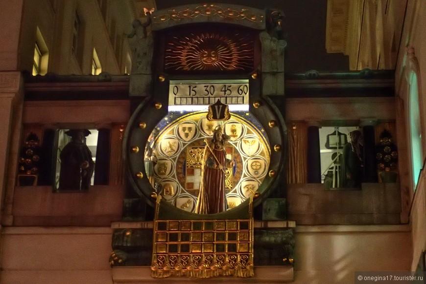 Анкерные часы вечером - совсем иначе выглядят!