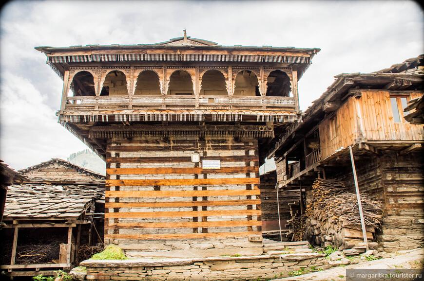 это здание - храм, ради которого знающие путешественники готовы проделать весь немыслемо тяжелый путь до Румцу