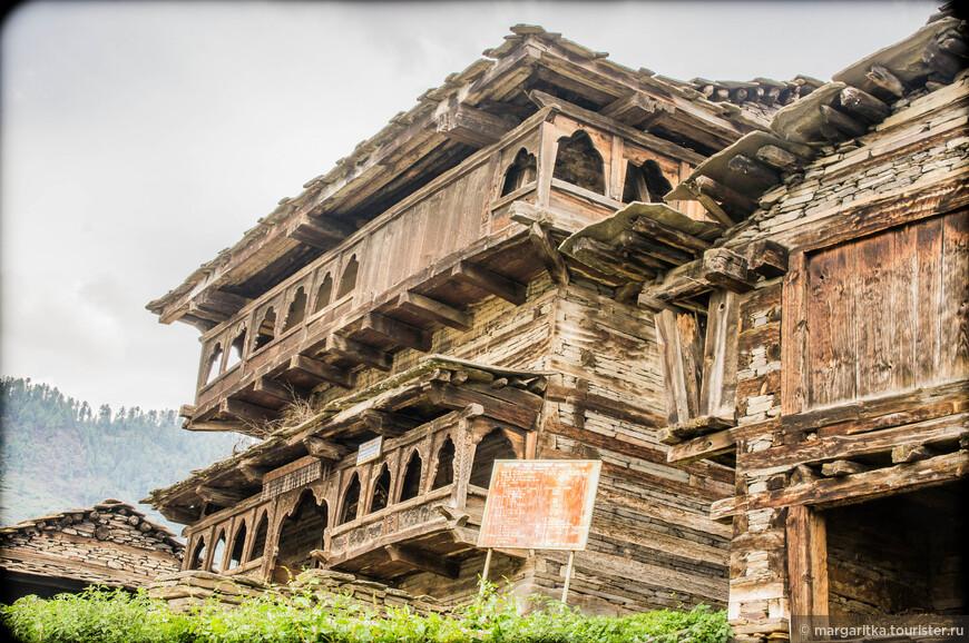 еще одна древнейшая постройка в Румцу с допотопных времён - в самом буквальном смысле слова! Храм Девта Шум Нараян.