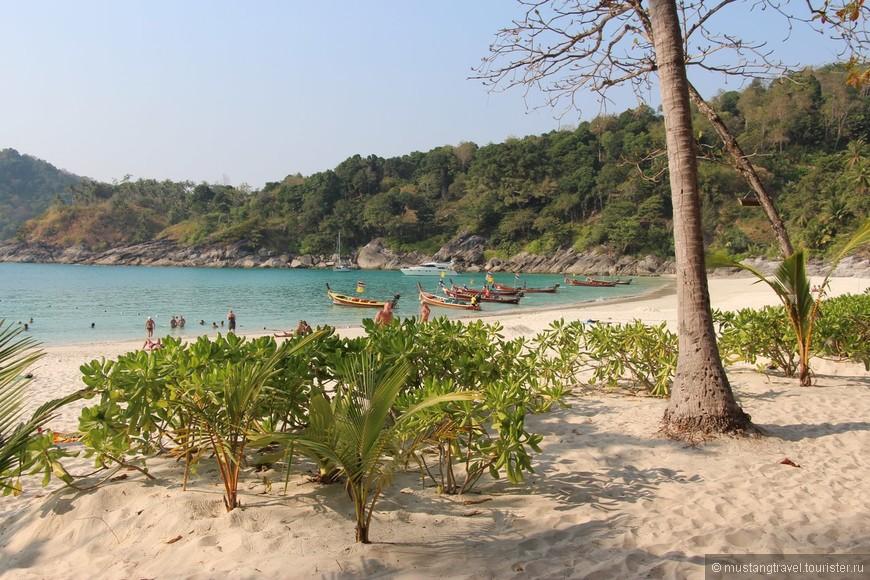 Этот пляж действительно гораздо чище Патонга, здесь есть и очень хорошее кафе, так что можно смело приезжать на весь день и просто приятно отдыхать