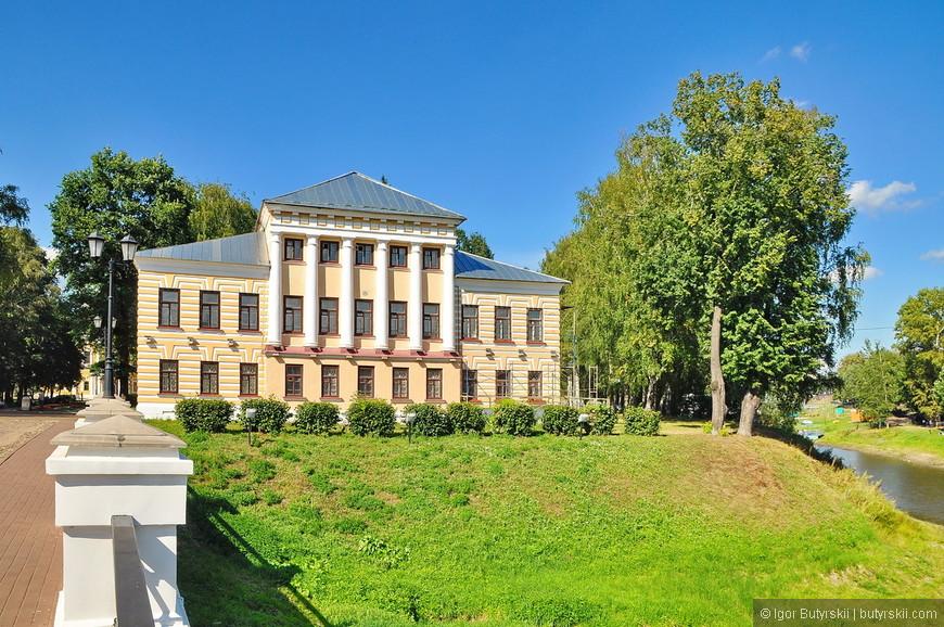 01. Здание городской думы находится в кремле.