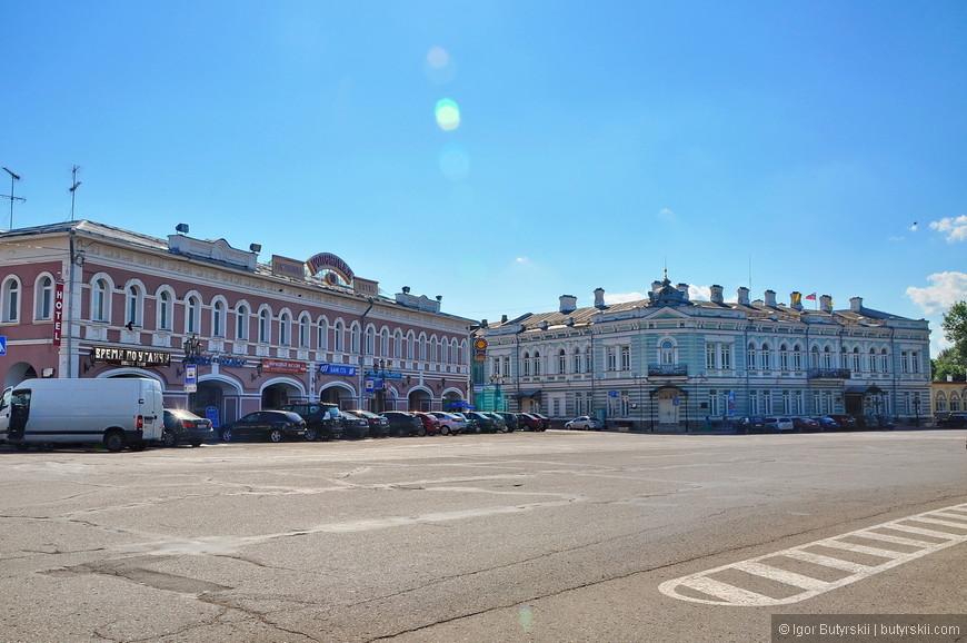 03. Центральная городская площадь перед кремлем, в городе чувствуется какая-то тоска, после Ростова, если честно, смотреть и гулять по городу не очень интересно.