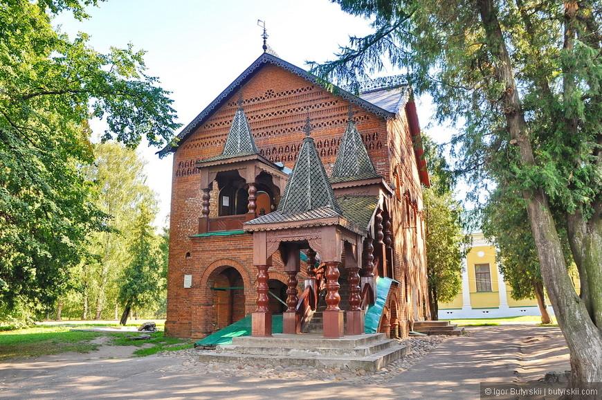 10. Очень интересная церковь на территории кремля.