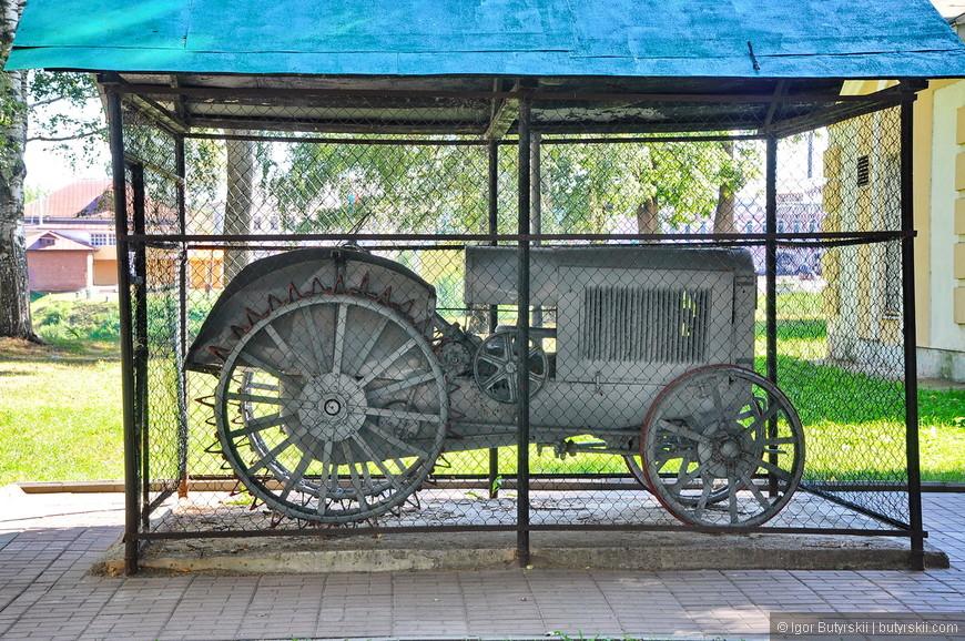 13. Был найден старинный трактор.