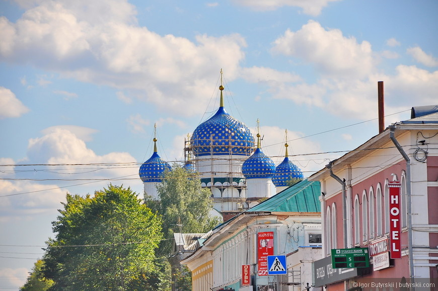 14. В самом городе тоже множество церквей, многие на реставрации. Богоявленский монастырь.